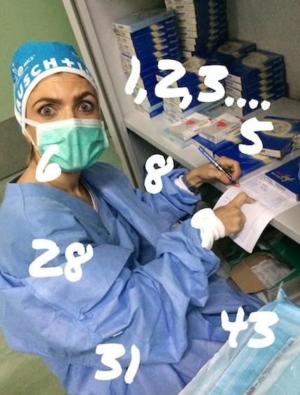 Julia, que no ha contado tanto en su vida! pacientes, lentes, números, pacientes, ojos y más pacientes...