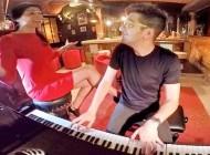 ¡Tocando el piano con Deparamo!!! #noteatreves – Restaurante Chapeau, Barcelona.