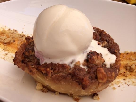 Tarta de manzana con helado